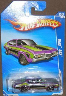 HOT WHEELS 06/10 '09 MUSCLE MANIA OLDS 442 PURPLE AND GREEN 082/190 Toys & Games