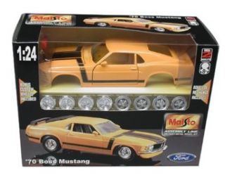 Maisto AL 1970 Ford Mustang Boss 302 (Colors May Vary) Toys & Games
