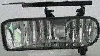 03 05 CADILLAC ESCALADE ESV FOG LIGHT LH (DRIVER SIDE) SUV (2003 03 2004 04 2005 05) C107504 15187251 Automotive