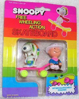 Vintage Peanuts Snoopy Indian and Charlie Brown Cowboy on Free Wheeling Action Skateboard Toys & Games