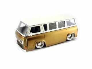 1965 Ford Econoline Bus 1/24 (Mass) Gold / White Toys & Games